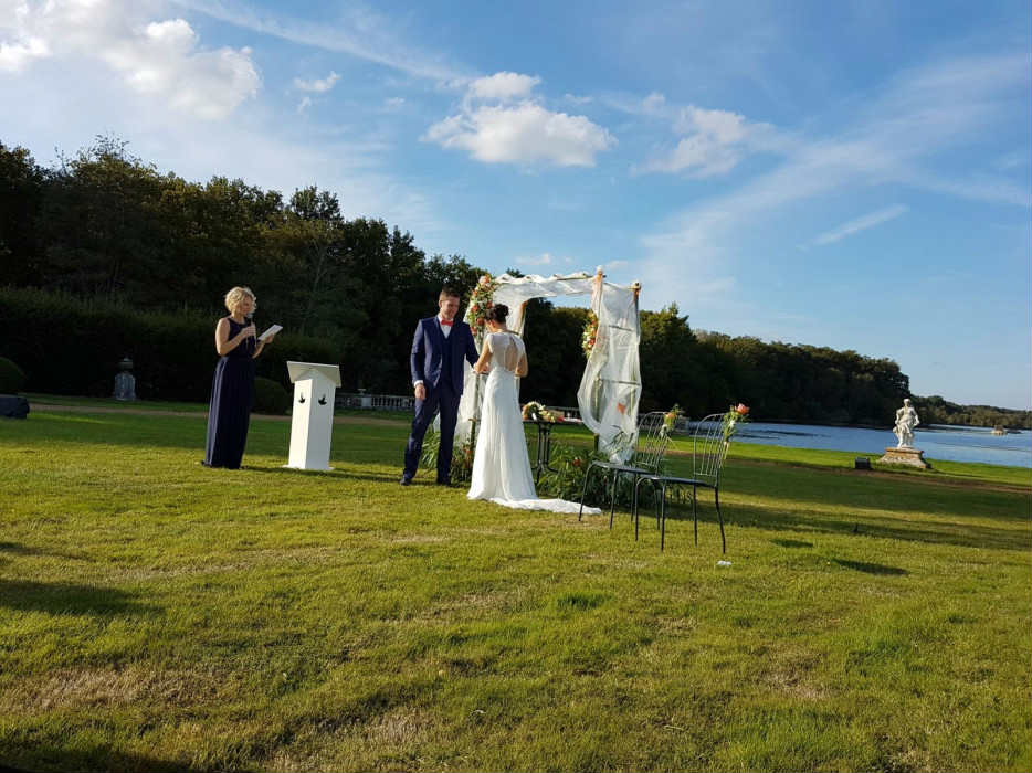 officiante-ceremonie-laique-orleans-wedding-celebrant-mariage-couple-by Alexa Réception